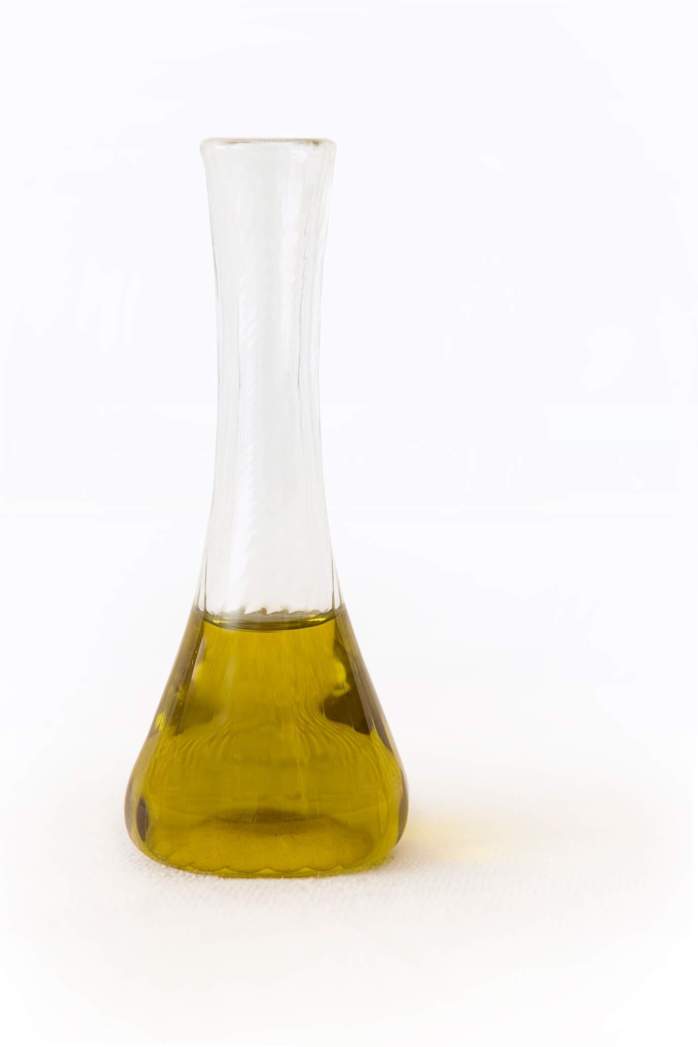 les bienfaits de l'huile de chanvre biologique pure, une base idéale pour les cosmétiques.